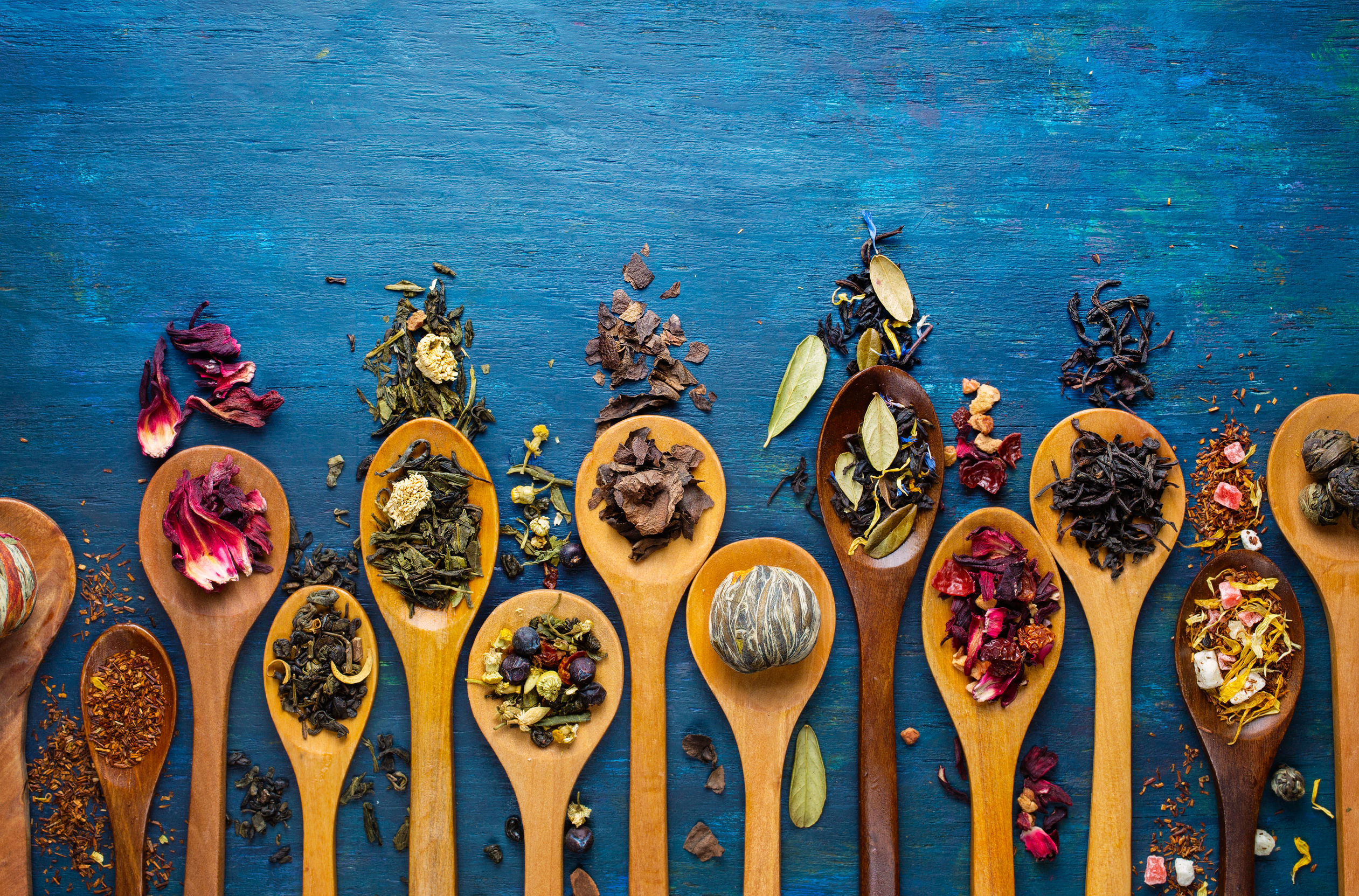 39369105 - dry tea with in wooden spoons. top view