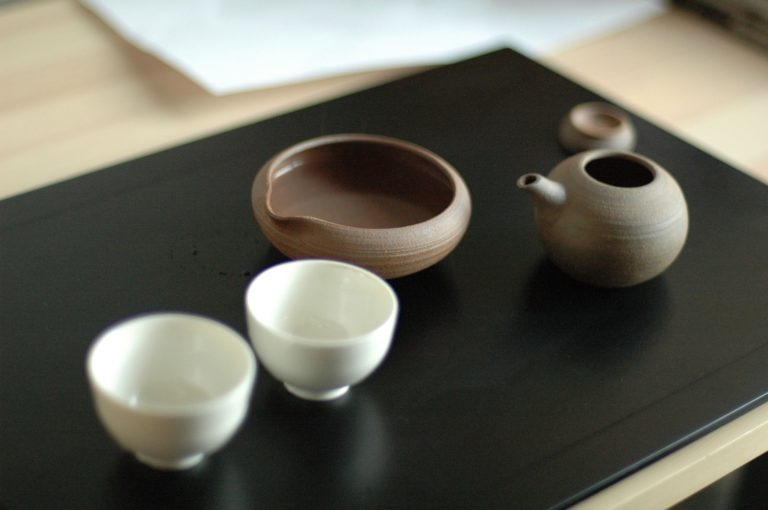 gyokuro teapot and small tea cups